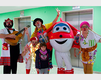 LOS SUPER WINGS Y PAYASOSPITAL VISITAN JUNTOS EL HOSPITAL DE ALCOY