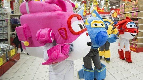 COLORBABY y los SUPERWINGS colaboran con ALCAMPO en la recogida de 63.000 juguetes